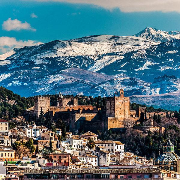 Granada con la Alhambra y Sierra Nevada